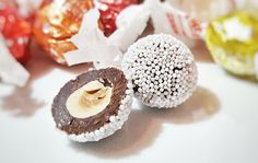 Forse non tutti conoscono la tenera storia dell'origine del nome del cri-cri, il timido cioccolatino che si veste da caramella con le sue carte...