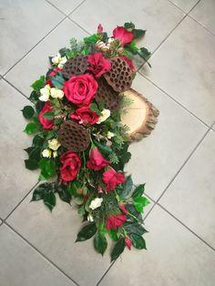 Funeral Arrangements, Flower Arrangements, Funeral Flowers, Art Floral, Ikebana, Flower Decorations, Garland, Diy And Crafts, Christmas Wreaths