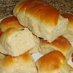 Bread in a Bag - a favorite kid activity! Portuguese Sweet Bread, Portuguese Recipes, Brazilian Bread, Easy Cooking, Cooking Recipes, Baking Buns, Bon Appetit, Bread Recipes, Love Food