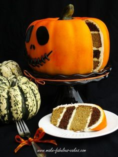 Get inspired with these 45 Fabulous Fall Cakes and Cupcakes Decorating Ideas for Halloween adding delicious taste thus creating the best for the coming Halloween holiday. Dessert Halloween, Halloween Goodies, Halloween Cakes, Halloween Treats, Halloween Pumpkins, Halloween Halloween, Halloween Clothes, Beautiful Cakes, Amazing Cakes