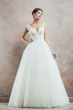 Wedding Dress Collection Of My Dreams http://bridalmusings.com/2014/09/divine-atelier-poetica-2014-wedding-dress-collection/