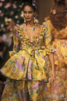 90s Fashion, Retro Fashion, Fashion Models, High Fashion, Fashion Looks, Womens Fashion, Fashion Brands, Yves Saint Laurent Paris, Saint Yves
