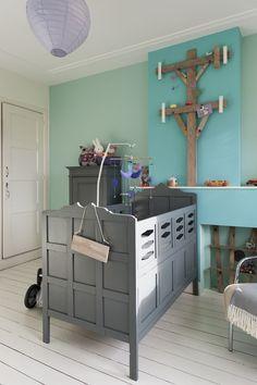 Babykamer olivier in kleuren sapphire en mint gecombineerd met hout kamer - Turquoise kamer en taupe ...