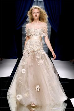 Zuhair Murad Fall/Winter 2010/2011 Collection. http://www.vogue.it/en/shows/show/fw-10-11-haute-couture/zuhair-murad/collection/316165