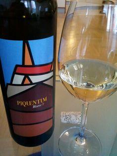 Piquentum Blanc '09 & Quiche Lorraine Quiche Lorraine, White Wine, Alcoholic Drinks, Food, White People, Essen, White Wines, Liquor Drinks, Meals