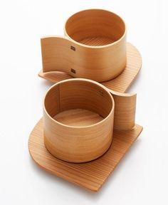 """""""Alpha"""" ensemble soucoupe et tasse à thé en bois, conçu par le designer japonais Yukio Hashimoto."""