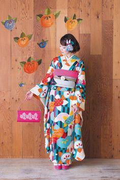 Modern kimono fashions from modern-antenna. Furisode Kimono, Kimono Dress, Kimono Style, Kimono Japan, Japanese Kimono, Geisha, Japanese Outfits, Japanese Fashion, Modern Kimono