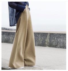 Loose trousers, shape, proportion
