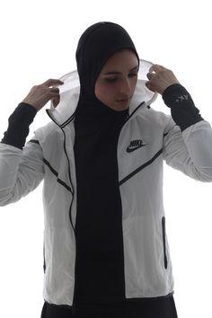 I love muslim girls who are attached with sports. Islamic Fashion, Muslim Fashion, Modest Fashion, Hijab Fashion, Hijab Sport, Sports Hijab, Nike Hijab, Turban, Sport Videos