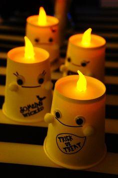 紙コップな・・・オバケちゃんライトカバー♪ - 朝時間.jp Holidays Halloween, Halloween Crafts, Halloween Decorations, Easy Crafts, Diy And Crafts, Paper Crafts, Baby Art, Christmas Crafts For Kids, Candles