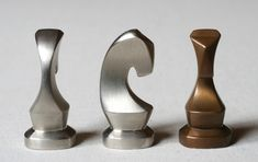 Community for Contemporary Art - Roland van der Vogel Modern Chess Set, Chess Set Unique, Chess Pieces, Game Pieces, How To Play Chess, Chess Table, Chess Players, Puzzles, Metal Projects