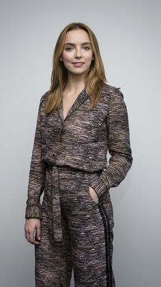 Jodie Comer, Sandra Oh, Actor Model, Suit Fashion, Famous Faces, Woman Crush, Hollywood Stars, Beautiful Actresses, Bellisima