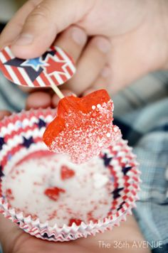 Old Fashion 4th of July Lollies' Recipe.  Cute, easy and yummy! the36thavenue.com #candy #4thofjuly