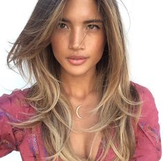 Necklace and balayage with a natural look Balayage Hair, Ombre Hair, Blonde Highlights, Summer Highlights, Beach Hair, Gorgeous Hair, Amazing Hair, Diy Hairstyles, Easy Hairstyle