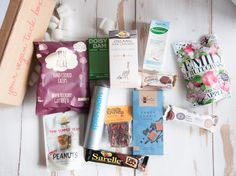 Stop searching for vegan gift ideas! These vegan gifts will surprise your friends, love, family, or colleague. All vegan products in a basket! Monthly Snack Box, Delicious Vegan Recipes, Yummy Food, Summer Cookies, Vegan Gifts, Going Vegan, Vegan Vegetarian, Holiday Gifts, Special Occasion