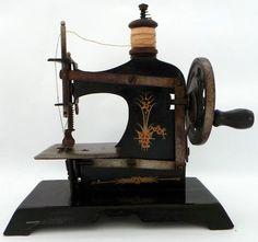 VINTAGE TOYS : CHILD'S ANTIQUE SEWING MACHINE - TINPLATE | eBay