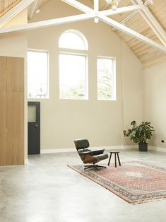 Nikjoo has transformed a former chapel in south London into a home and workspace for an artist featuring a pulpit-like mezzanine. Chapel Conversion, Loft Interior Design, Loft Interiors, Loft Style, Open Plan Kitchen, Home Studio, Concrete Floors, Home And Living, Living Room