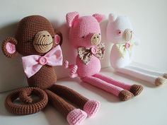 I normally don't like crocheted stuffed animals but these are just too cute.
