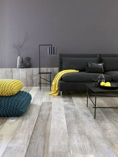 Un plancher qui se continue en muret Shades of grey juxtaposed by bright yellow and deep teal