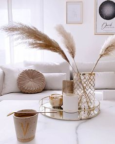 These pampas interior decors are fabulous and share a positive vibe straight away. Pampas grass decor. Home decor ideas. Home Room Design, Home Interior Design, Living Room Designs, Interior Decorating, Simple Interior, Design Interiors, Diy Decorating, Modern Interior, Simple Living Room Decor