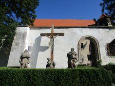 Kříž s Ježíšem a sochy - Benešov nad Ploučnicí - Ústecký kraj