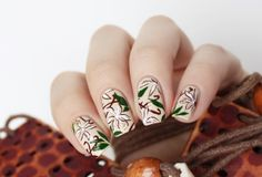 Flowers on nude nails design