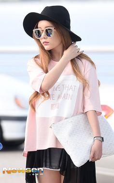 티아라 큐리, 인형 미모 가린 나쁜 선글라스 공항패션