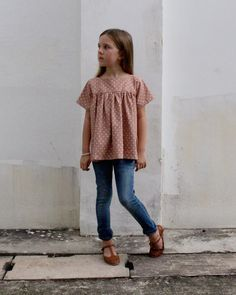 The Voilà Blouse PDF pattern and tutorial - sizes childrens sewing pattern - Instant downloa Little Girl Outfits, Little Girl Fashion, Fashion Kids, Little Girl Style, Cute Kids Outfits, Toddler Fall Outfits Girl, Outfits Niños, Family Outfits, Sewing Blouses