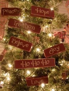 DIY Homespun Fabric Christmas Ornaments - Click through for ...