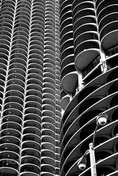 IN CONTRAST - MARINA CITY is a complex of two sixty-story towers built in 1964 by Bertrand Goldberg, a student of Mies van der Rohe. It is a lively complex of apartments, recreation facilities, offices, restaurants, banks, a theater and 18 stories of parking space. The complex even boasts a small marina at the Chicago River underneath the towers giving it it's name. The experimental complex was financed by unions who feared that the outflow of people from the cities in the early sixties…