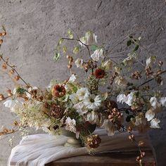 Thank you Jessica @afinemedley for the day. We foraged dried tomatillos, buganvillea, maiden hair ferns, clematis and used the white anemones from my garden. Of course Megan @pistil_and_stamen I am still giving that brown ranunculus a third round. ✨