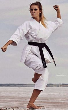 Female Martial Artists, Martial Arts Women, Karate, Beyonce, White Jeans, Guys, Fitness, People, Beautiful