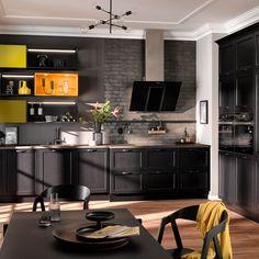 Een zwarte hoekkeuken is altijd goed! Van modern tot landelijk, je vindt het bij Altis Keukens in Oss. Bezoek onze showroom en doe inspiratie op! Kitchen World, Handleless Kitchen, German Kitchen, Sombre, Kitchen Collection, Modern Country, Küchen Design, Modern Kitchen Design, Home Furniture