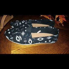 Aztec flats Like new Wet Seal Shoes Flats & Loafers