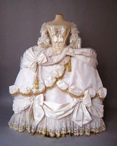 While this is a good question, I would wonder how in the world Marie Antoinette used the loo. === Marie Antoinette Robe de Coeur Court Gown I wonder how long it takes to get dressed Vintage Outfits, Vintage Gowns, Vintage Fashion, Vintage Ladies, 18th Century Dress, 18th Century Fashion, Historical Costume, Historical Clothing, Historical Photos