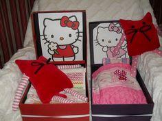 kissapehmolelut pienille tytöille, Laatikosta tehty sänky ja sinne petivaatteet ja Helloy kiti leikit voi alkaa,