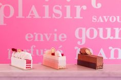 Ladurée introduces its «Darling Ice» collection, frozen desserts created by Claire Heitzler for its pop-up store located rue Bonaparte. Rose petal-raspberry, Strawberry-champagne, Chocolate-caramel.