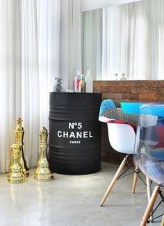 Decoração de: Detalhes; tonel da Chanel; Casa de Valentina