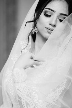 12 Shocking Wedding Portraits Woman In White Wedding Dress Closing Eyes Wedding Dress Pictures, White Wedding Dresses, Designer Wedding Dresses, Long Distance Love, Wedding Costs, Wedding Day, Wedding Ceremony, Free Wedding, Wedding Speeches