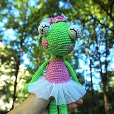 This ballerina frog amigurumi pattern will help you to create your own crochet princess doll. The frog amigurumi pattern suits all skill levels.