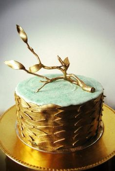 Luxurious Gold Driftwood Cake wow fabulous top tier...