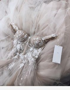 Wedding Ideas - Number one for real weddings and fabulous planning ideas for bride, wedding dresses, bridesmaids, wedding cakes and much Wedding Goals, Wedding Attire, Wedding Day, Wedding Ceremony, Vestidos Color Blanco, Pretty Dresses, Beautiful Dresses, Dream Wedding Dresses, Prom Dresses