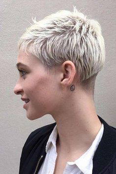 Short Pixie Haircuts for Pretty Look. Pixie hairstyles are the most popular options women try.Pixie hair is suitable for both young and old ladies. Short Pixie Haircuts, Pixie Hairstyles, Short Hairstyles For Women, New Trendy Hairstyles, Layered Hairstyles, Blonde Hairstyles, Medium Hairstyles, Braided Hairstyles, Wedding Hairstyles