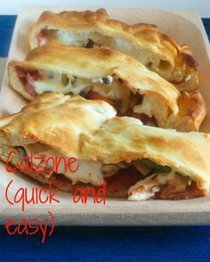 Calzones - Just like pizza but with the filling on the inside instead of the outside. Calzone (quick and easy) so yummy! Quick Easy Meals, Easy Dinner Recipes, Great Recipes, Favorite Recipes, Family Recipes, Lunch Recipes, Drink Recipes, Healthy Recipes, Homemade Calzone