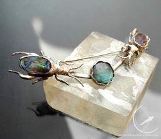 Sagra beetles brooch
