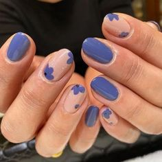 With the advent of winter, The new trendy manicure nails ideas have become popular, let's start exploring together. This series of trendy manicure nails ideas includes a variety of nail design styles and colors. Nail Design Glitter, Nail Design Spring, Glitter Nail Art, Nail Designs For Summer, Nail Art Ideas For Summer, Minimalist Nails, Feet Nails, My Nails, Matte Nails