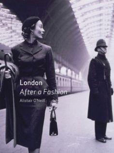 패션 런던 | 224페이지, 19.6*15*2  런던과 패션의 역사를 살펴보는 책으로 다양한 시대의 사진이 답겨져 있다. 1890년대의 문신에서 꽃무뉘면직물의 유행까지 패션과 런던의 다양한 동네에서 시작되어 전세계에 퍼진 트랜드를 재미있는 역사 문화적 사례와 함께 분석하고 있다. 패션과 도시, 런던의 사회 문화적역사, 현대디자인에 대한 값진 정보를 얻을 수 있다.