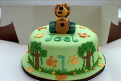Ra ra cake