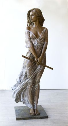 Chinese artist Luo Li Rong creates life-size bronze sculptures of women inspired by Renaissance and Baroque sculpting techniques.