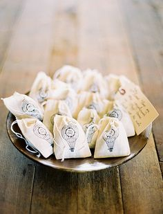 Simple and sweet, stamped or printed muslin bags can be a great wedding favor or hold lavender buds for tossing after you've tied the knot. Wedding Gifts For Guests, Wedding Favours, Wedding Ideas, Party Favors, Wedding Inspiration, Silkscreen, Lavender Buds, The Balloon, Printed Bags